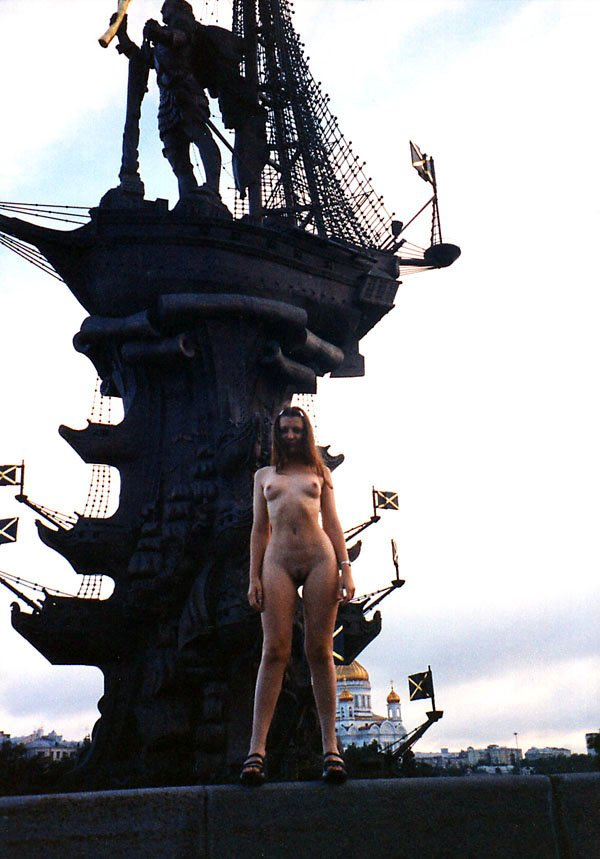 Young girl walks naked at very center of Moscow
