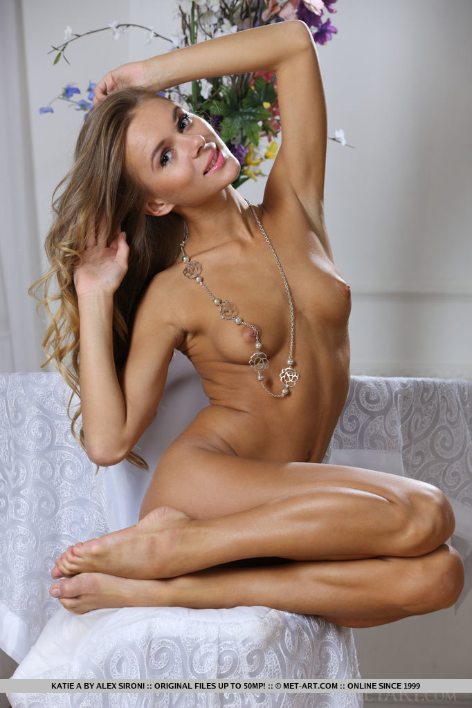 Nude gorgeous toned women