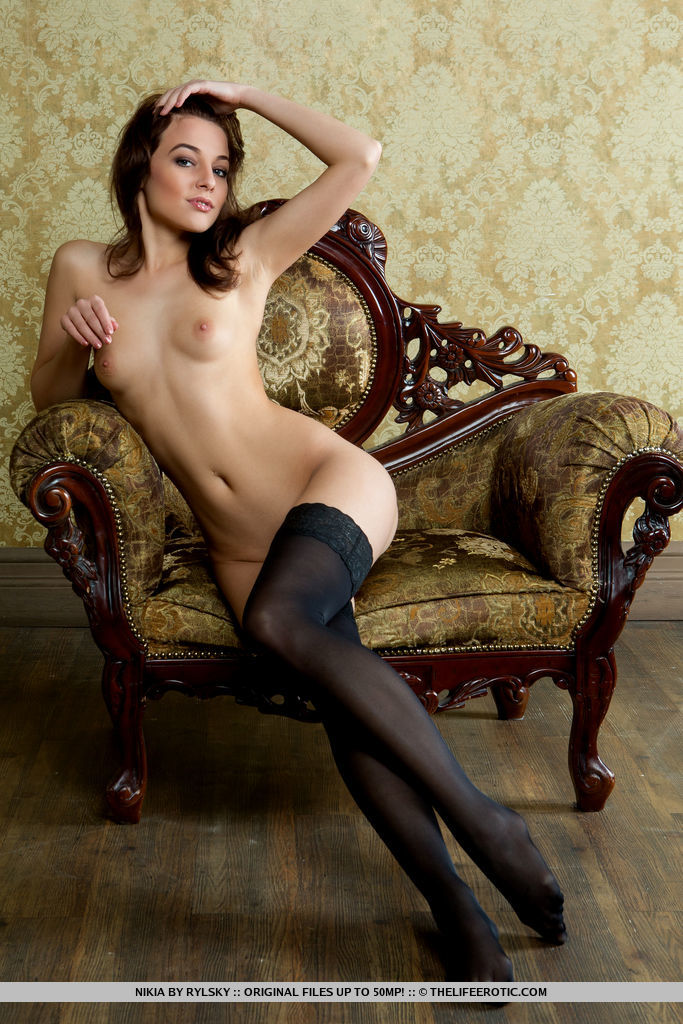 Long-haired brunette Alice Noir has perfect body