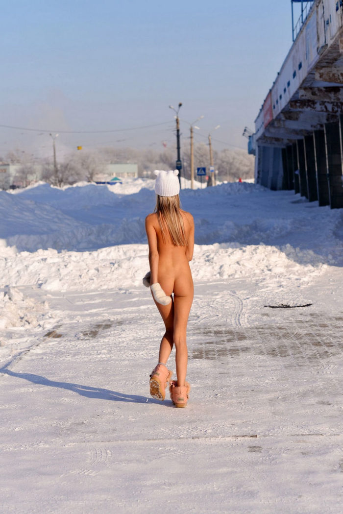 Russian teen Marina B posing naked on frozen streets