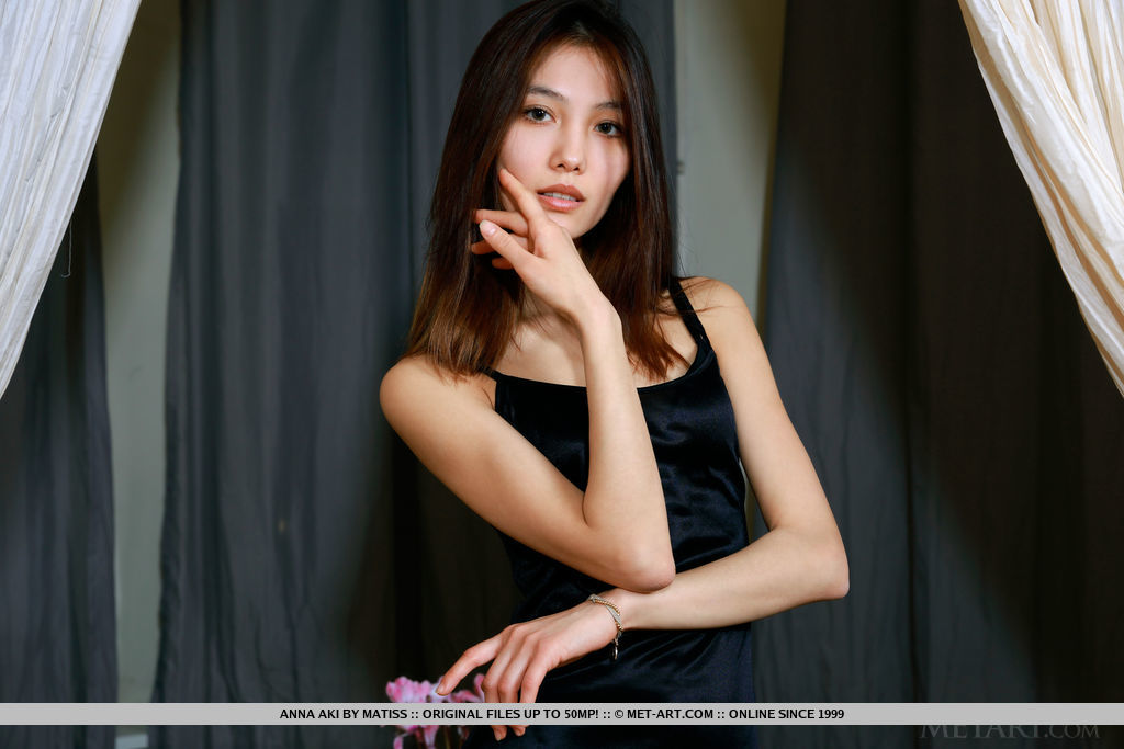 Anna Aki strips her black dress baring her petite body.