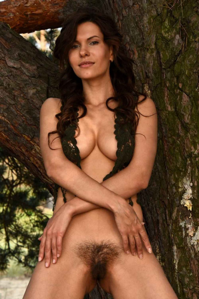 Hot model Suzanna A shows her hairy pussy in the woods