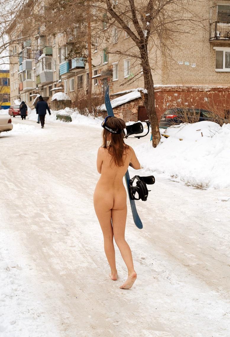 naked female snowboard er