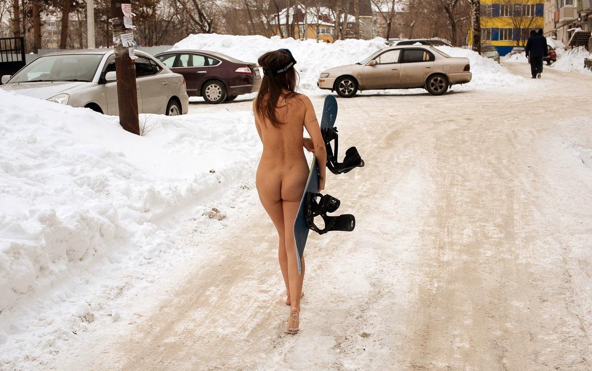 naked snowboarder girl