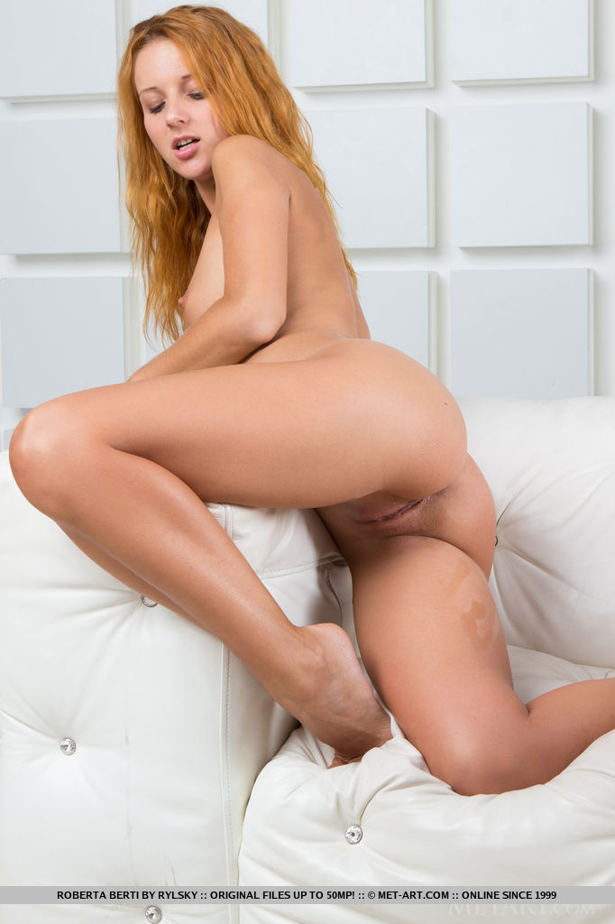 Roberta Berti flaunts her naked body with tight ass and bare her wet pussy in front of the camera.