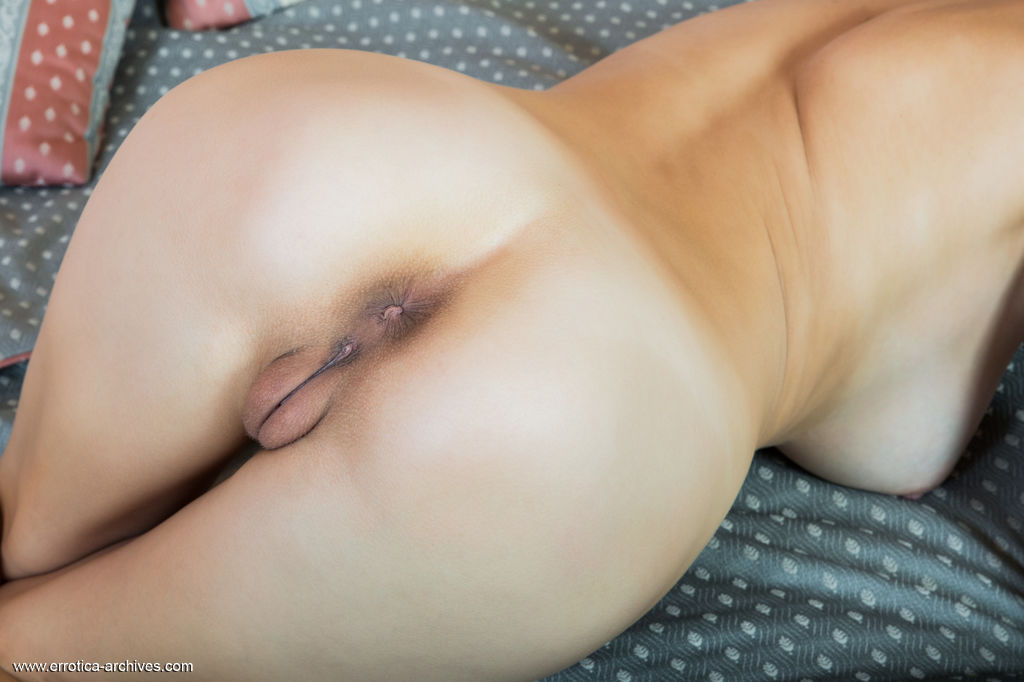 Alluring Vittoria A displays her delectable ass and pussy on the bed.