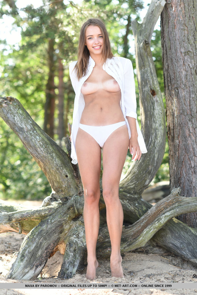Newcomer Maxa displays her sexy, tanned body as she strips outdoors.