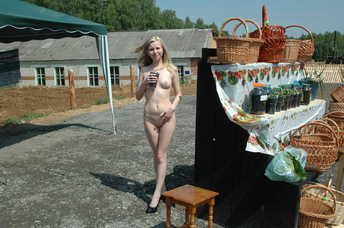sexy girl absoulutely naked