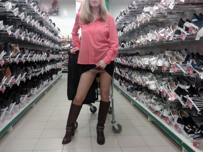 Amateur blonde flashes at public store