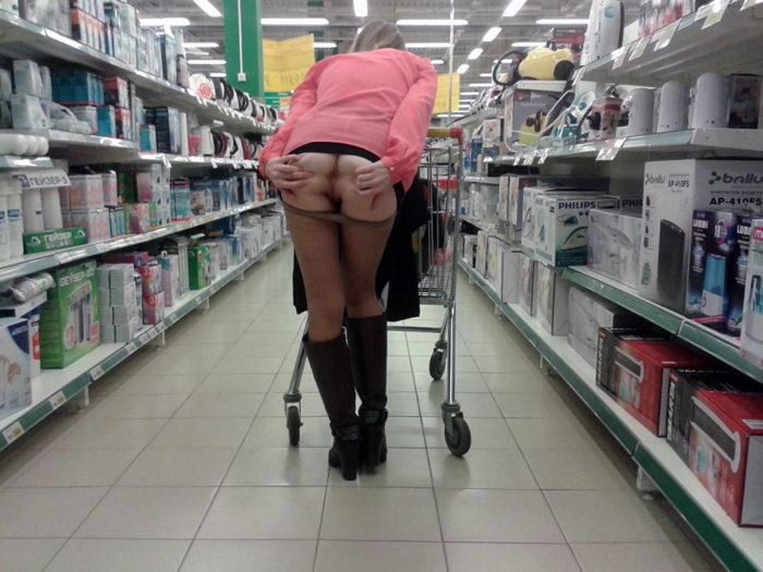 Amateur blonde flashes at public store