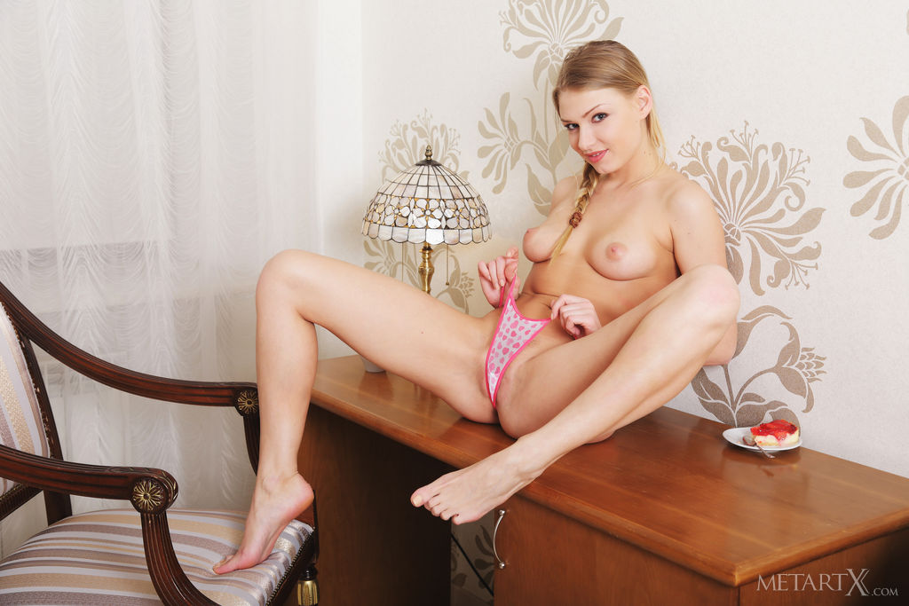Lucy Heart enjoys her morning coffee before masturbating her pussy