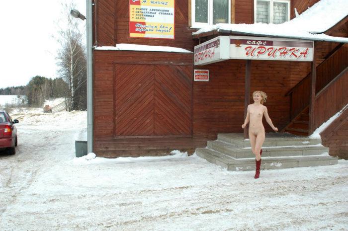 Naked blonde Natasha K at a roadside cafe