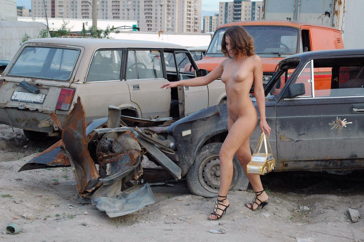 Naked Girl Oksana E In The Dump Of Old Cars  Russian Sexy -8126