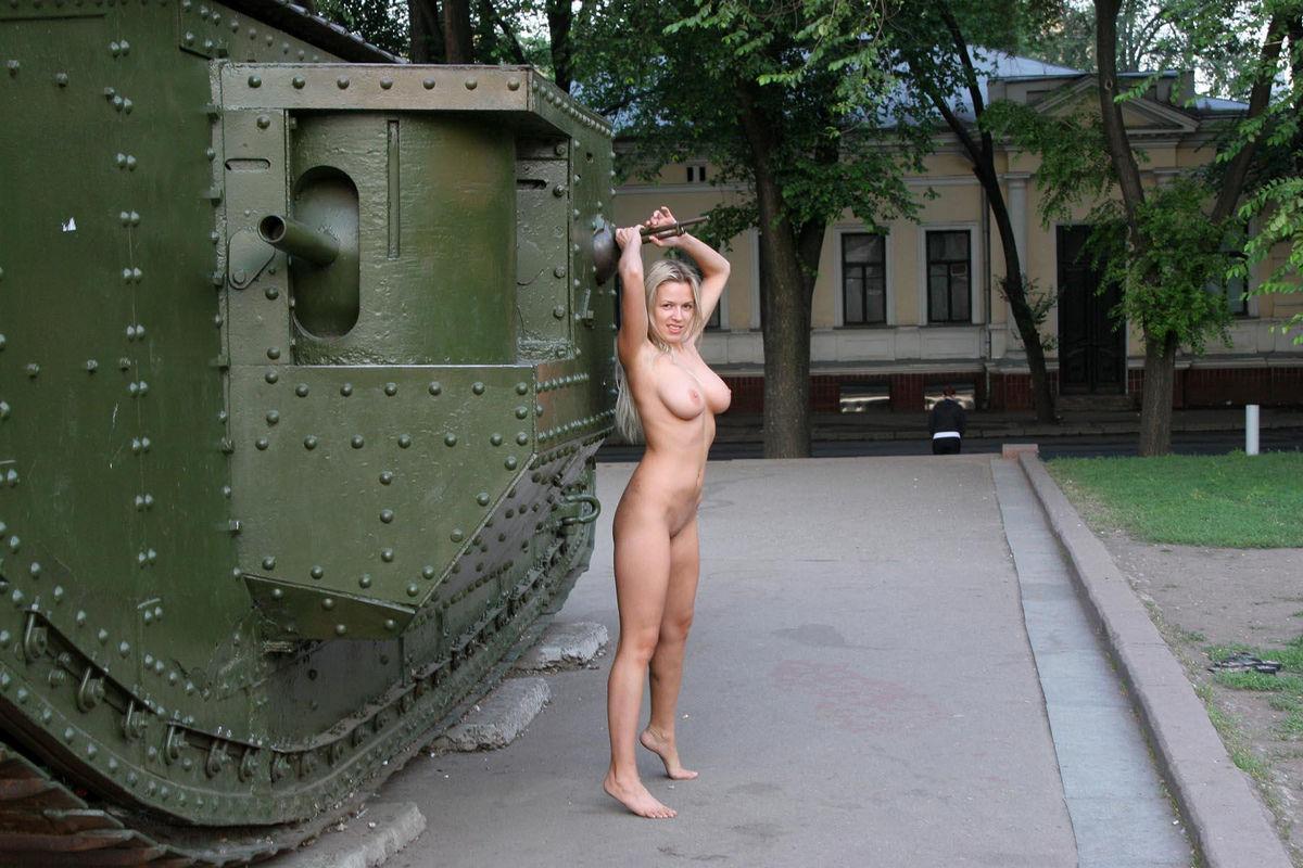 Эротические танки