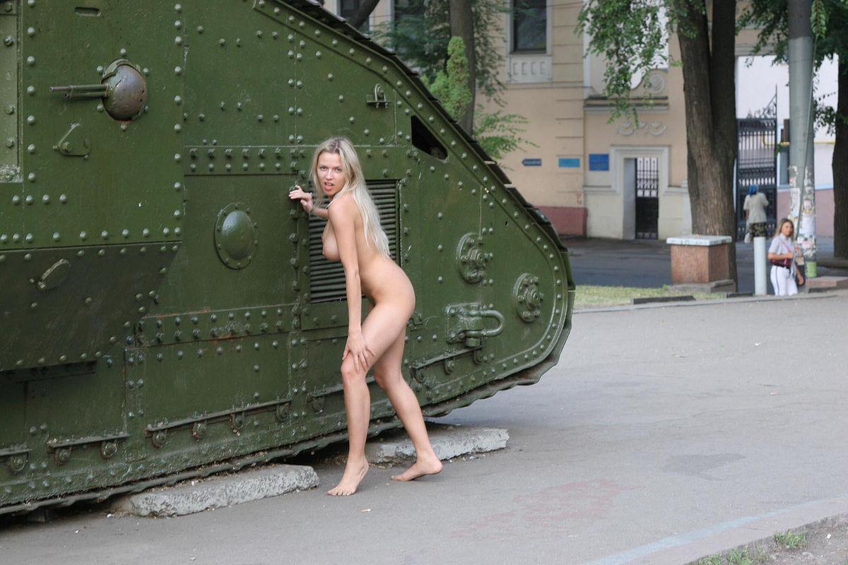 porno-video-vozle-tanka-russkiy-fotki-moey-zheni-izvrashenki-porno