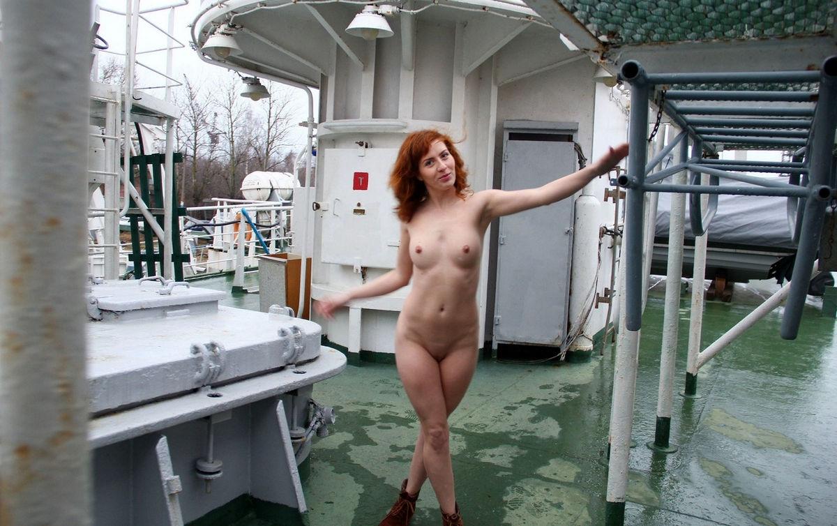 Nude in rv, thick sexy white girl masturbating
