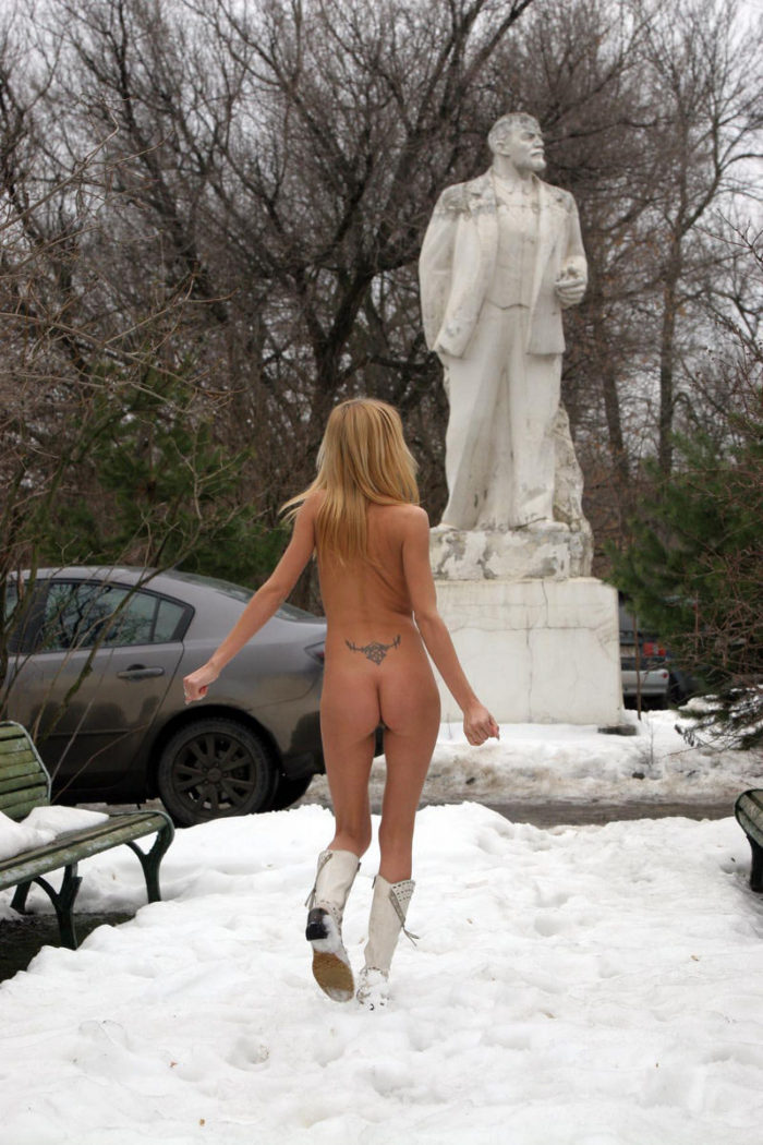 Sexy blonde with nice boobs poses with Lenin