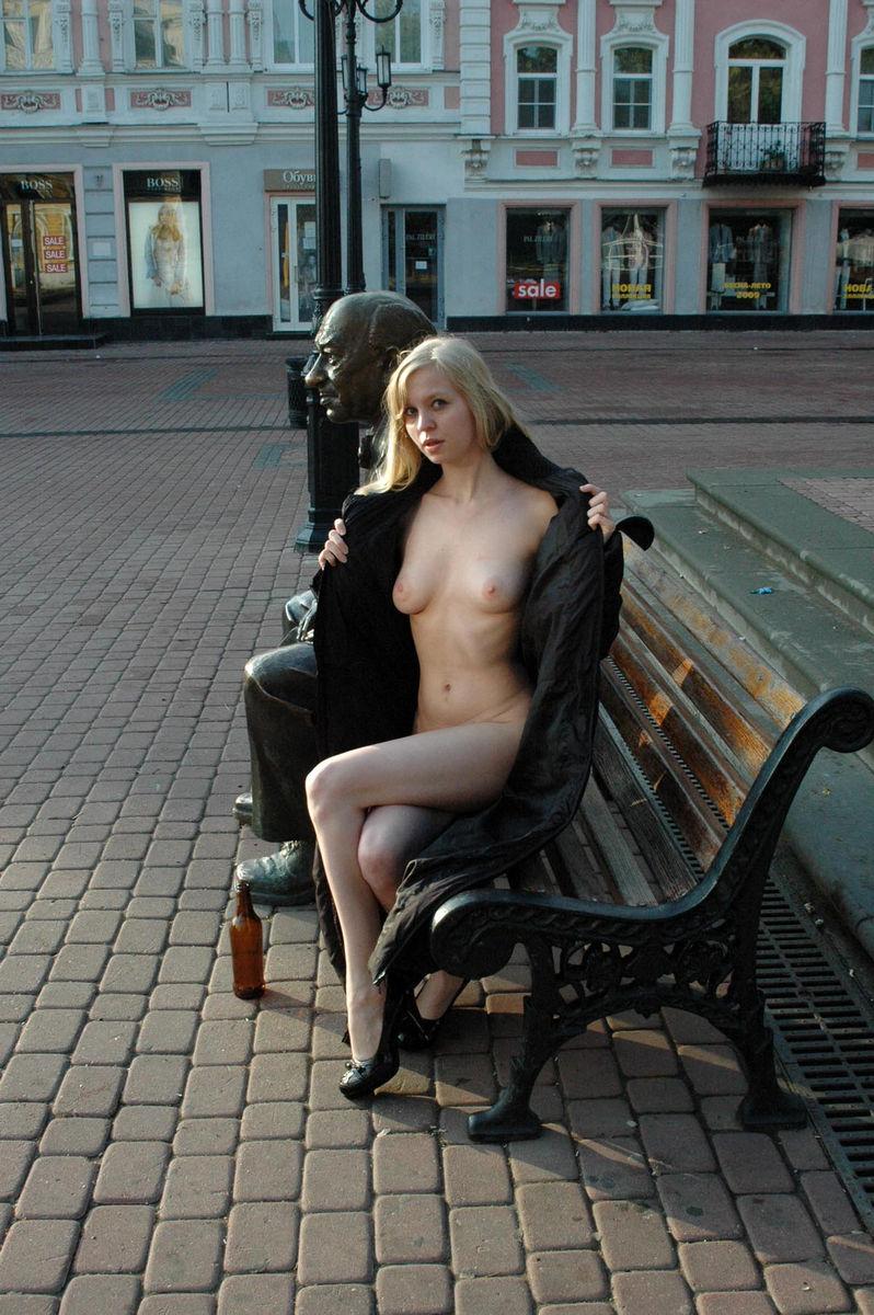 foto-golie-devushki-nizhniy-novgorod-konchaet-podezde