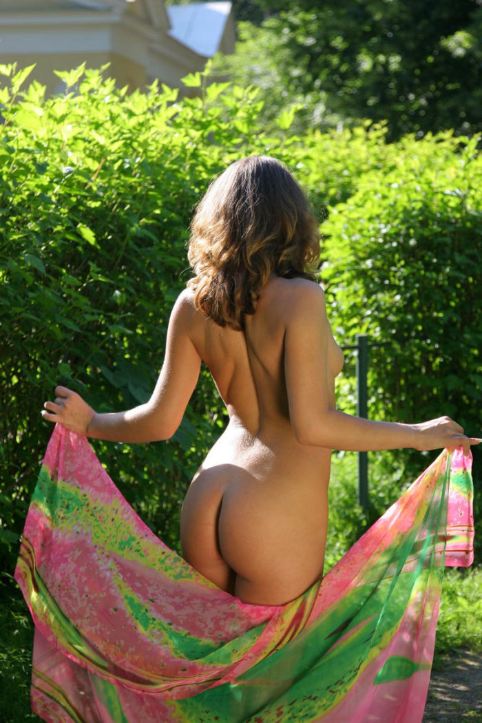 Totally naked Oksana E posing with a bright cloth