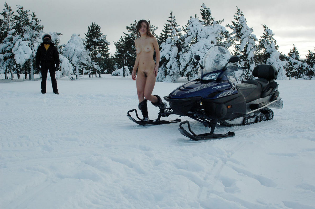 nude-moms-on-snowmobiles