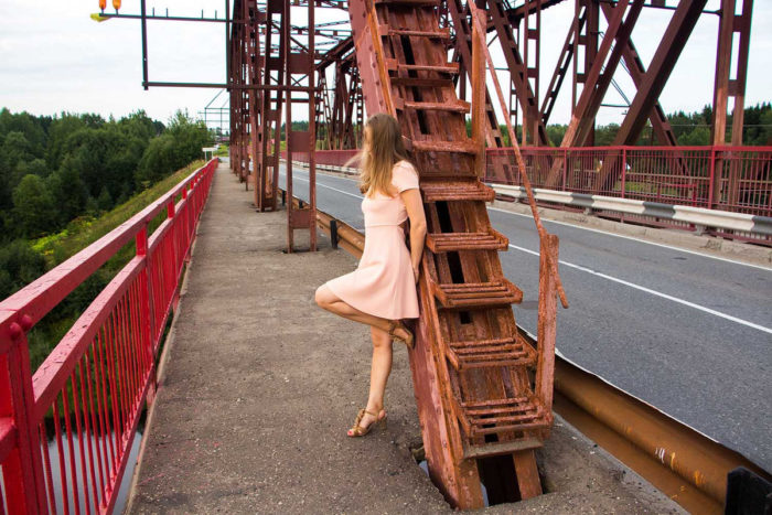 Amateur girl Alexxxa upskirt on the bridge