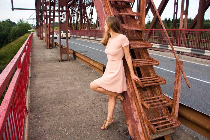 Amateur girl Alexxxa upskirt on the bridge