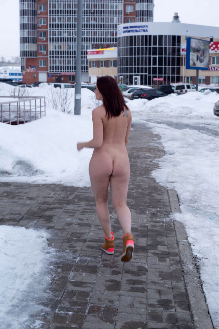 Booty redhead walks naked at winter streets