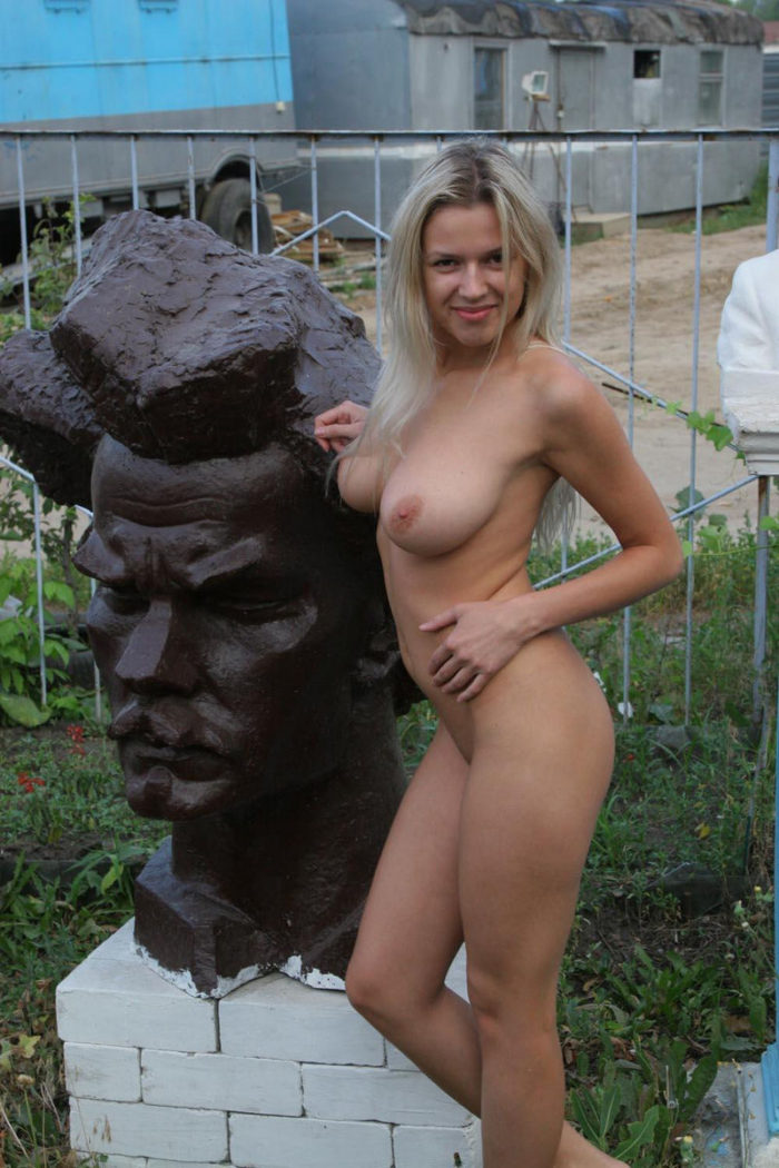Ethiosexylady Girls Posing Topless In A Sculpture