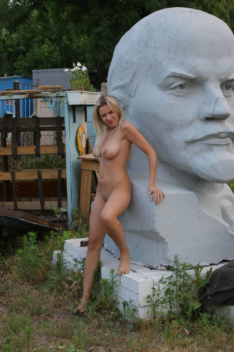 Bisexual Kiss Girls Posing Topless In A Sculpture