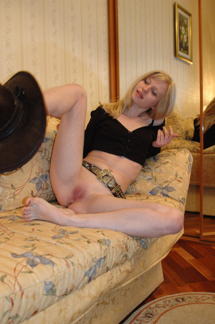 Foot-fetish girl Julia G at home