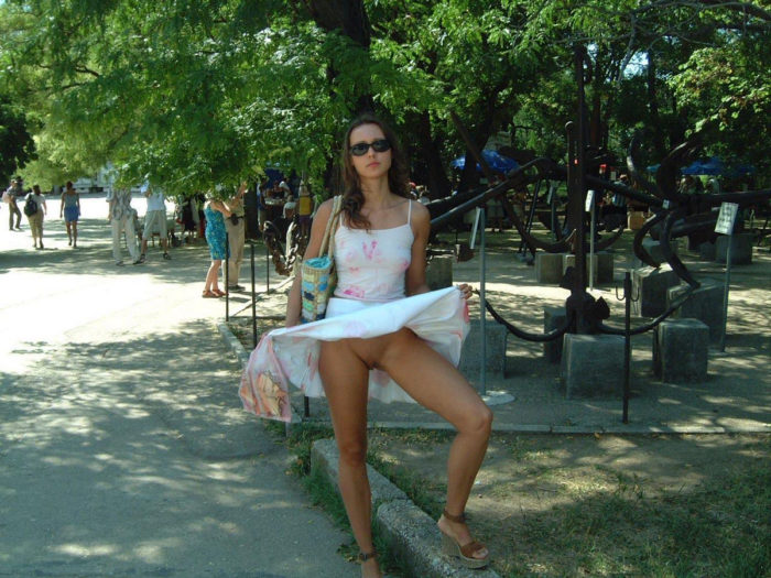 Girl in white skirt flashes her pussy at public