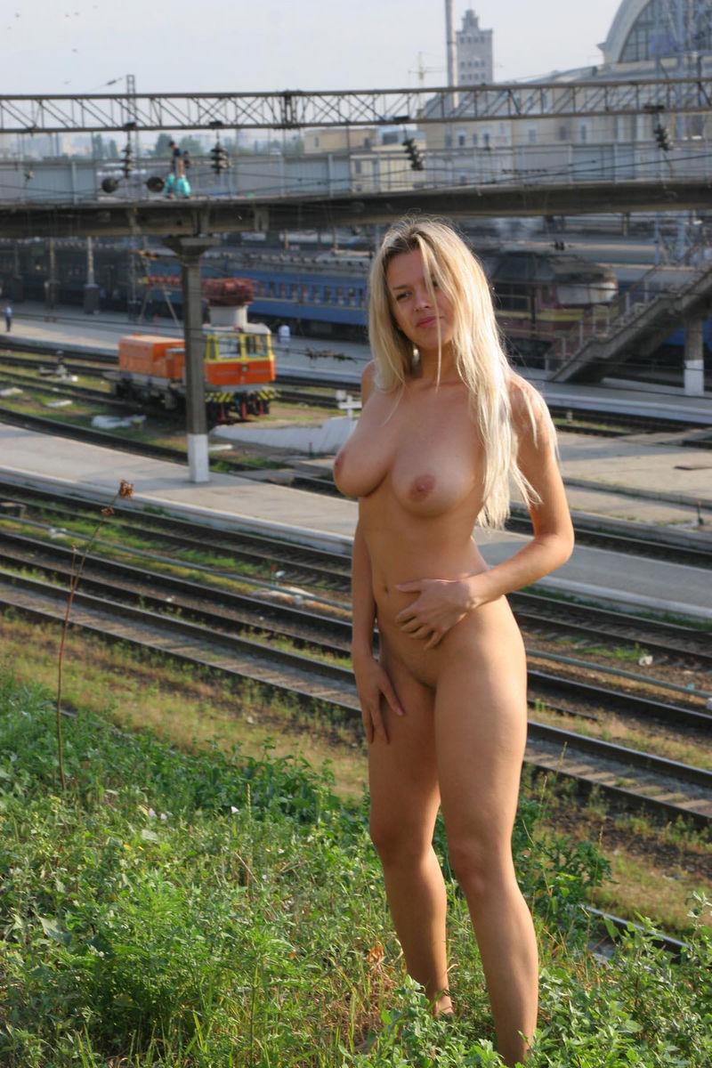 Garil milk nude photos