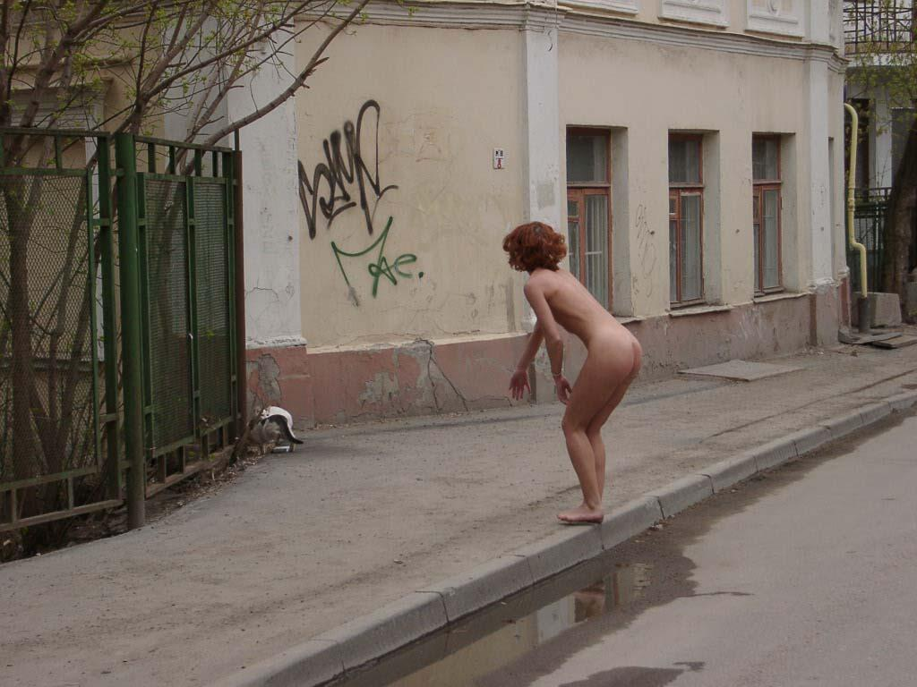 naked redhead with sporty body on the streets russian