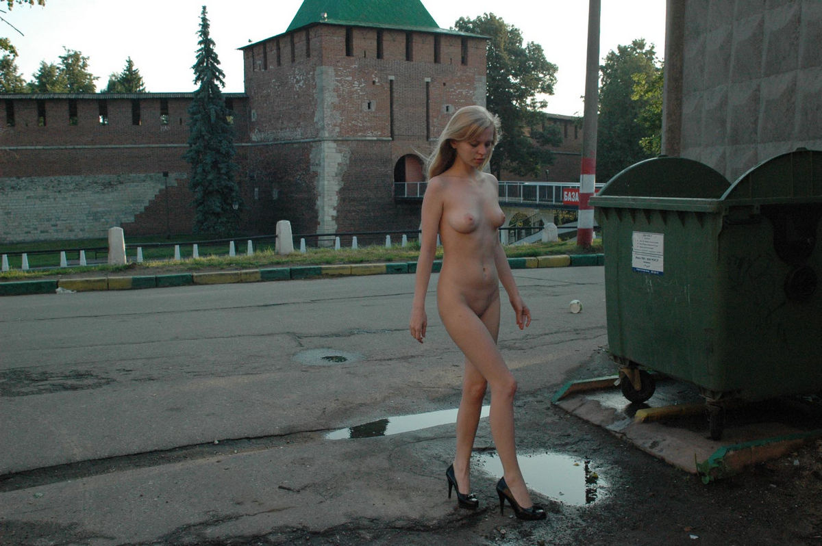 Nude blonde posing at city center | Russian Sexy Girls