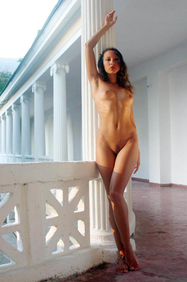 Teen posing nude
