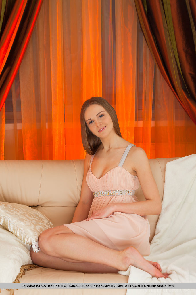 Classic beauty with a girl-next-door charm, a blue-eyed stunner named Leanisa debuts on Metart today.