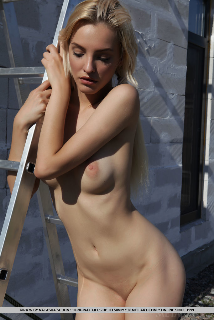 Kira W strips outdoors as she bares her sexy, slender body.