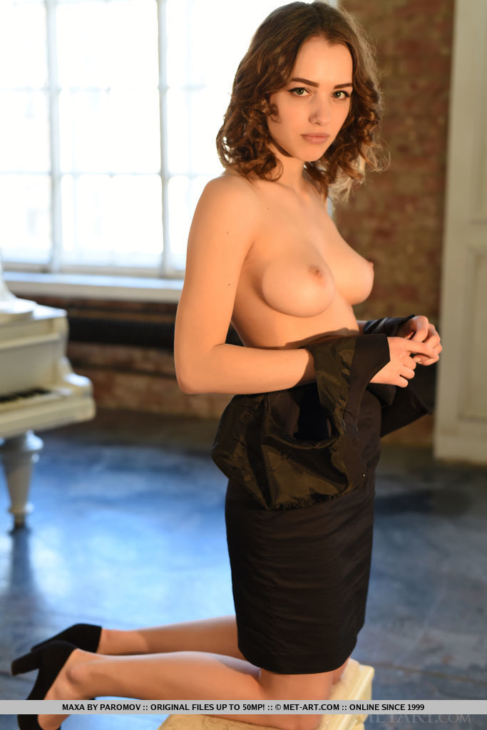 Alluring Maxa strips by the piano as she bares her amazing body.