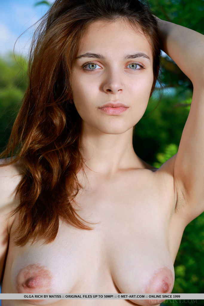 Olga Rich bares her beautiful tits and gorgeous butt outdoors.