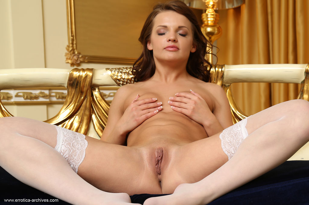 Vikki Mauri parts her stocking-clad thighs to rub her clit