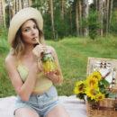 Kira enjoys some freshly-squeezed lemonade before masturbating in the picnic blanket