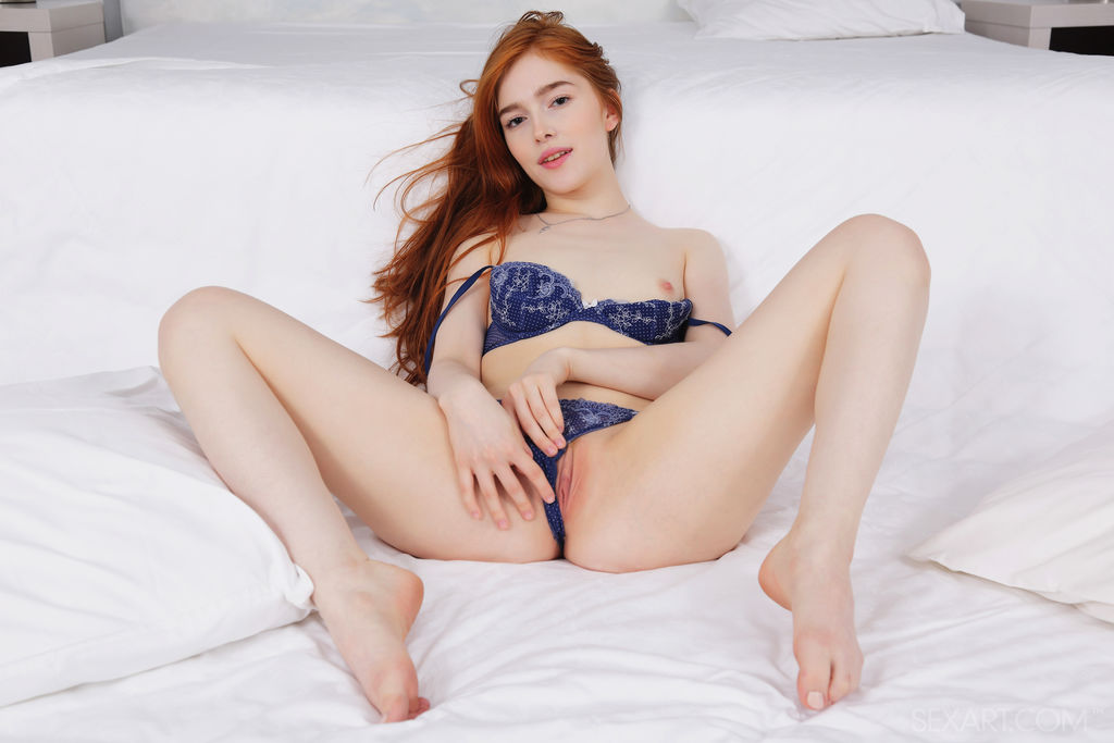 Jia Lissa loves the taste of her pussy juice in her mouth