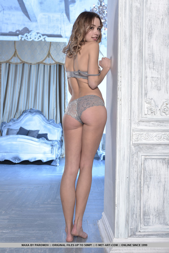 Maxa takes off her jeans and poses seductively in her lace underwear