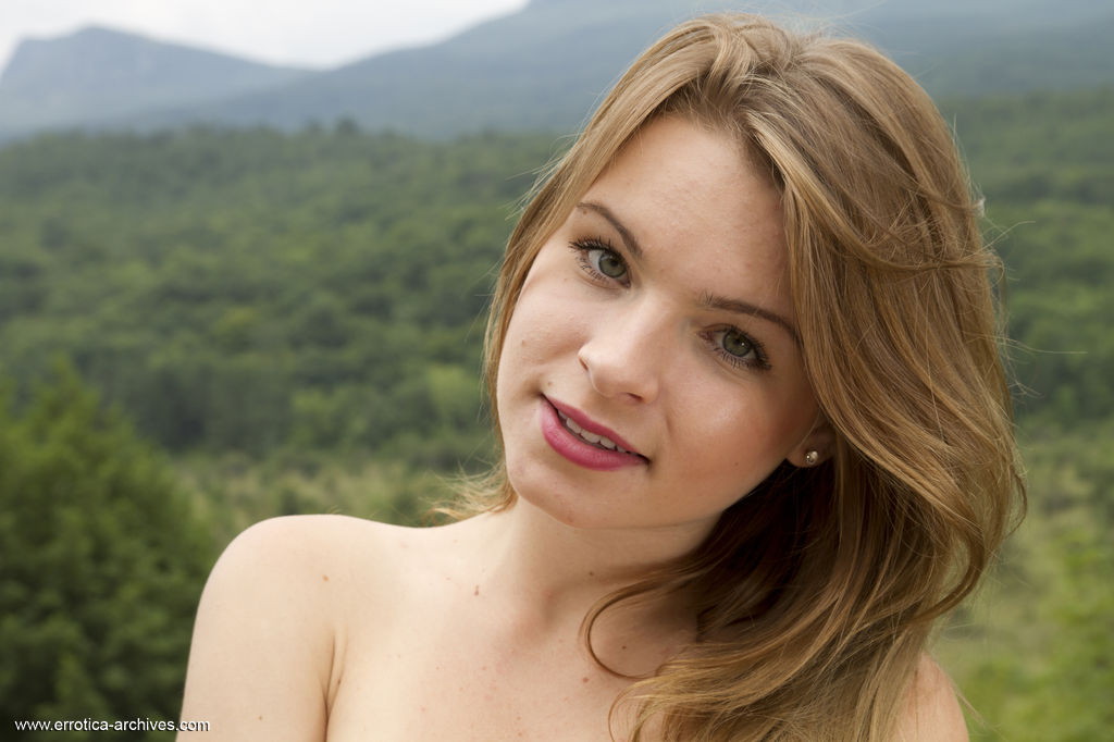 Malinda A s shows off her youthful beauty, slim and slender figure, beautiful puffy breasts outdoors.
