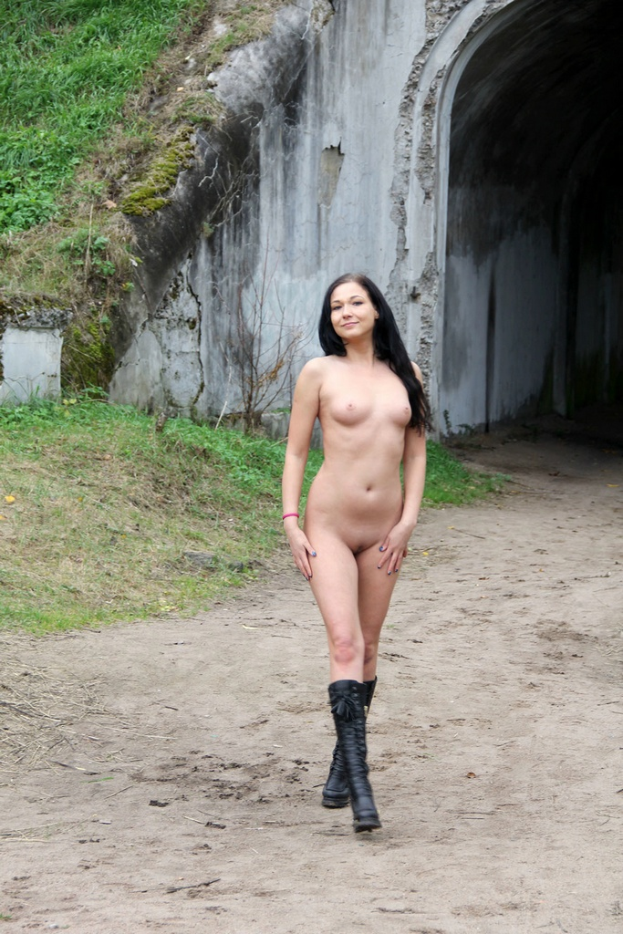 naked women with sexy boots