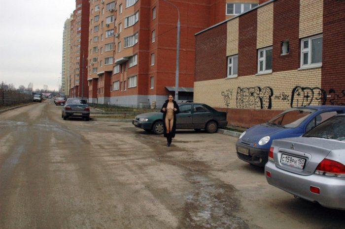 Naked Margarita posing at streets