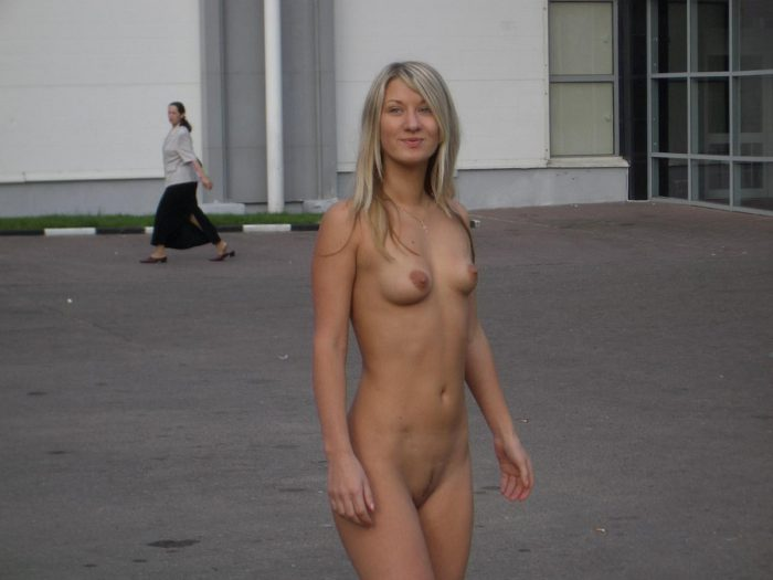 russian nude blonde in mall