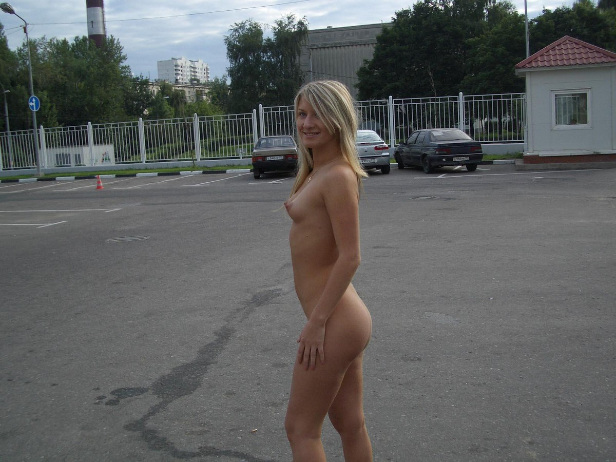 Nude blonde in mall that