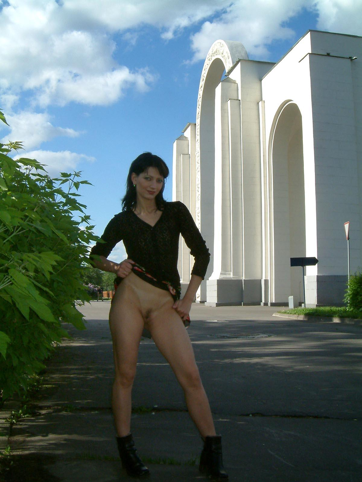 Russian brunette with no panties flashes at public park ...