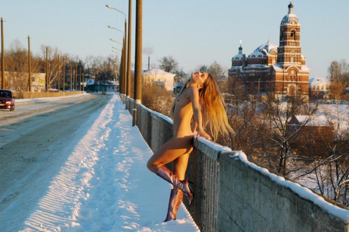 Sexy sporty blonde shows her body on the bridge